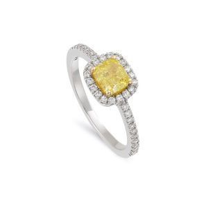 Anillo realizado en oro blanco con diamante fancy amarillo